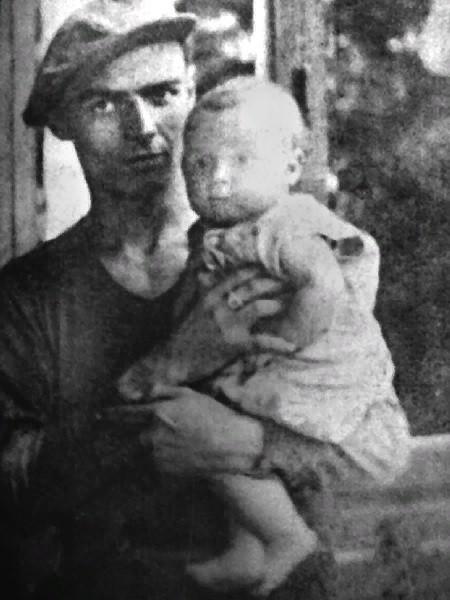Эдит Пиаф на руках у отца