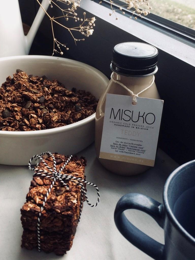 lait végétal TEDDY pour barres de céréales avec du granola, poudre de cacao et sirop d'érable