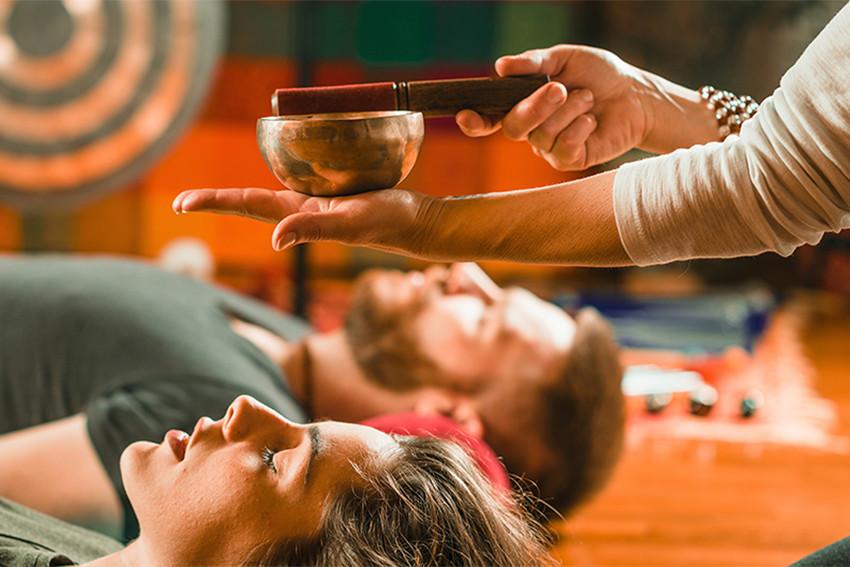 thérapie, bain de sons, bien-être, bienfaits, tendances, relaxation,