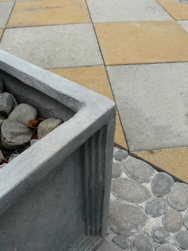 Concrete & pebble detailing