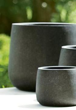 Bowls in black