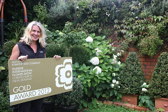A Kelburn mum's green fingers and design skills won her a gold award