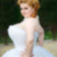 Невеста Настя в свадебном платье с насто