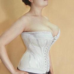 Бельевой корсет на фигуру с большой груд