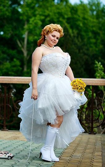 «Прозрачный» кружевной утягивающий свадебный корсет с очень сильной утяжкой талии и большого живота   —  на фигуру большого размера с очень большой грудью. Корсет хорошо держит большую грудь