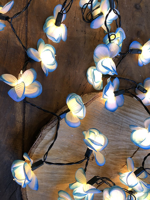 bloemen slinger geel met licht .  35 lampjes  Maat: 2.5 meter rood roze  blauw wit paars