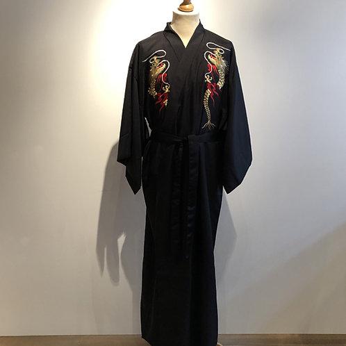 Traditionele Japanse heren kimono gemaakt van 100% polyester.  Binnenkant gevoerd met rode polyester.