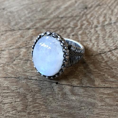 Mooie zilverenRingmet maansteen.