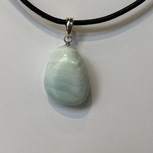 Hemimorfiet licht blauw gestreept hanger steen