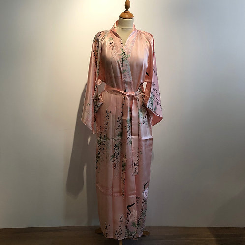Traditionele Japanse kimono gemaakt van 100% natuurzijde.