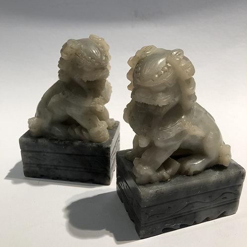 Tempel leeuwen handgemaakt in China. 10x7x4.5 cm