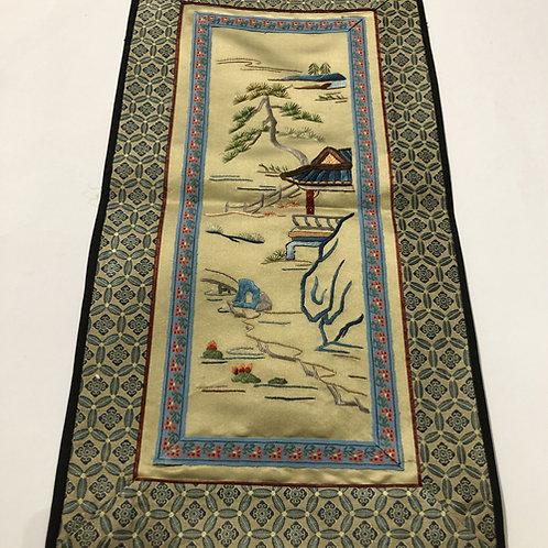 Hand geborduurde kleedjes  Materiaal: 100% zijden  Land: China  landschap