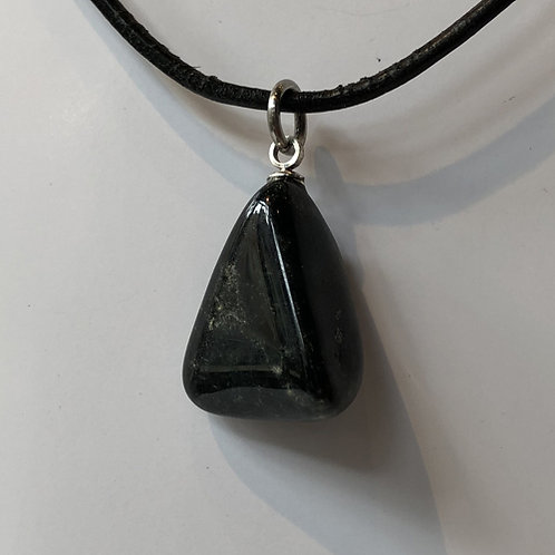 nevelsteen nevel zwart steen hanger