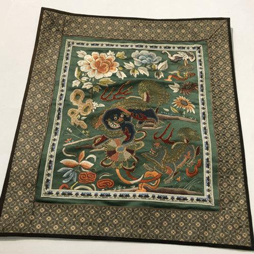 Hand geborduurde kleedjes  Materiaal: 100% zijden  Land: China  tempel leeuw