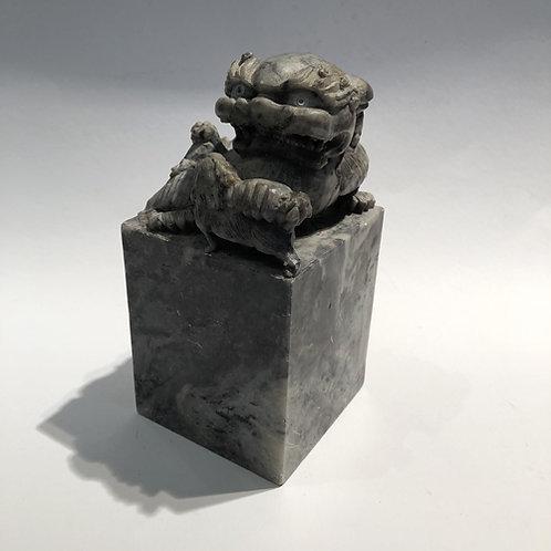 Tempel leeuw handgemaakt in China. 16x8x8 cm