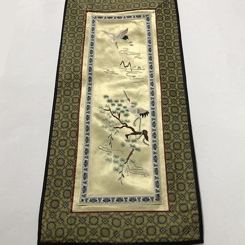 Hand geborduurde kleedjes  Materiaal: 100% zijden  Land: China  kraanvogel