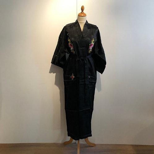 Kimono met hand geborduurde chrysant