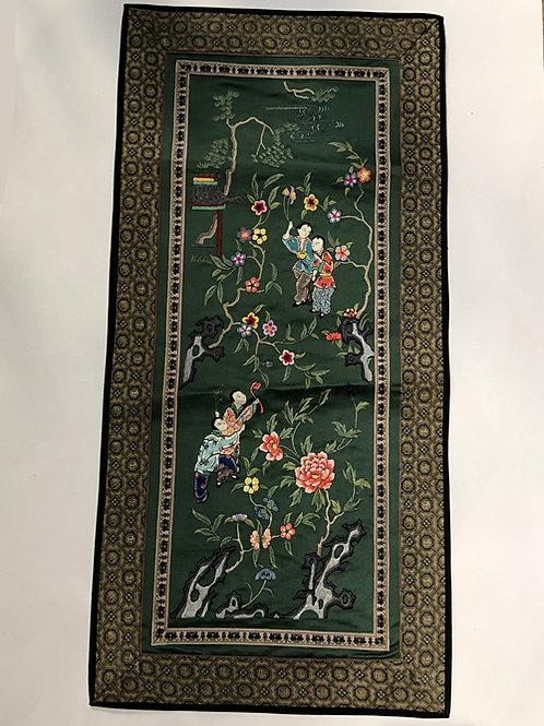 Hand geborduurde kleedjes  Materiaal: 100% zijden  Land: China  landschap groen