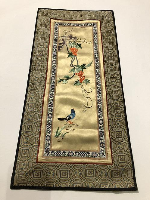 Hand geborduurde kleedjes  Materiaal: 100% zijden  Land: China  vogel blauw