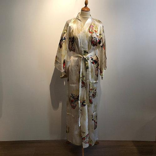 Traditionele Japanse kimono gemaakt van 100% natuurzijde. wit