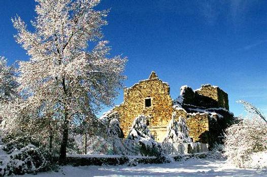 Convento de la sierra de San Vicentecon nieve