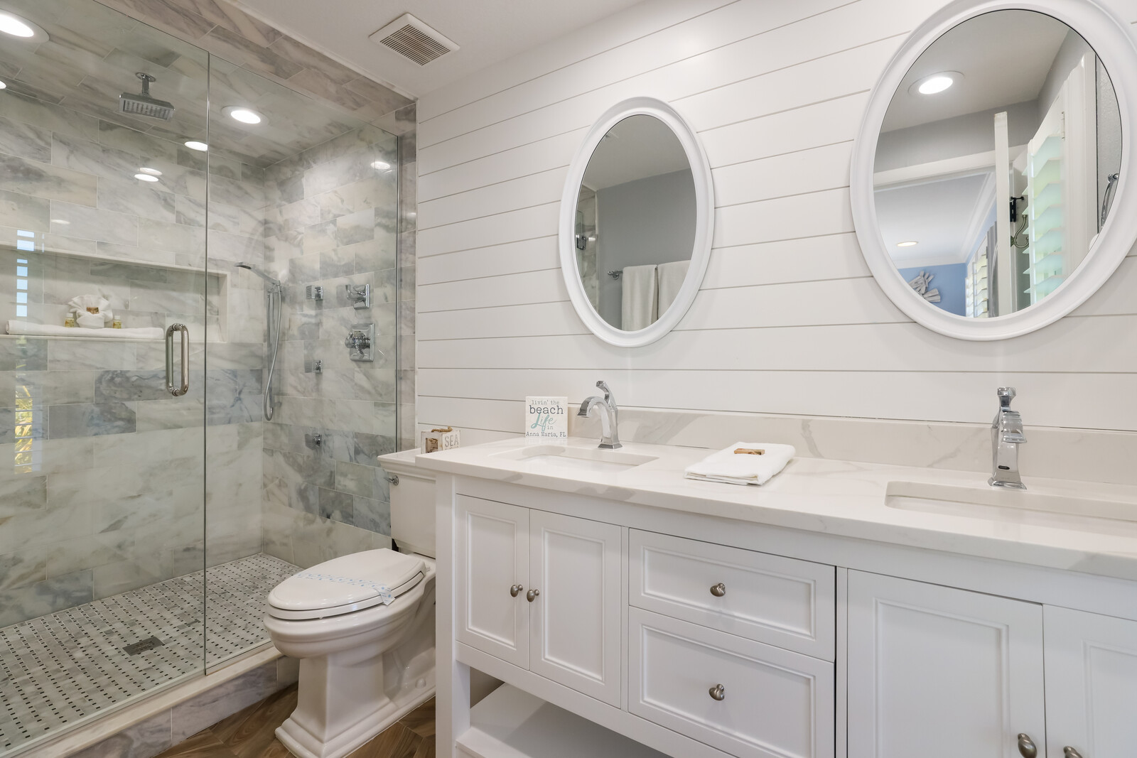 Gorgeous Master Bath with Rainshower