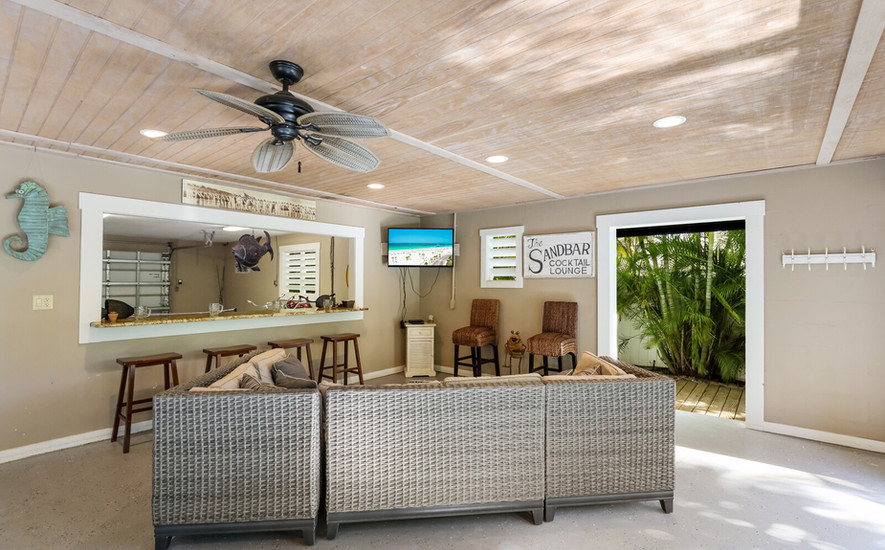 Outdoor Bar with Cable TV