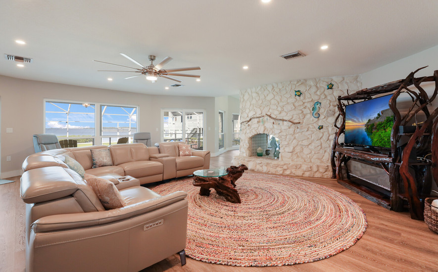 Open living room with a view!