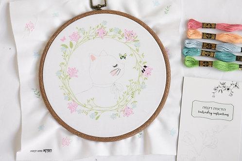 חתול במעגל פריחה