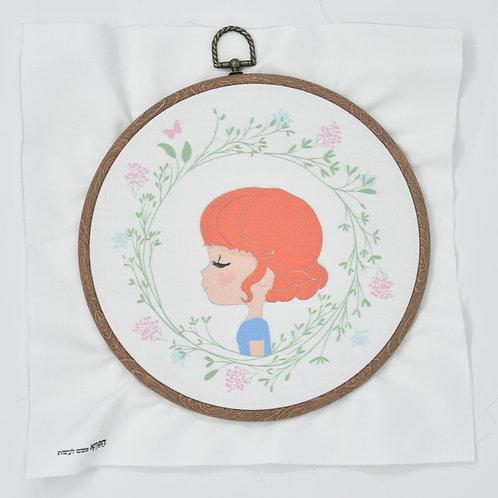 ילדה במעגל פריחה