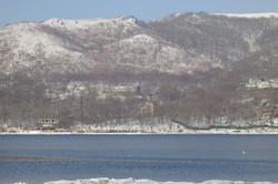 Замок с другой стороны бухты