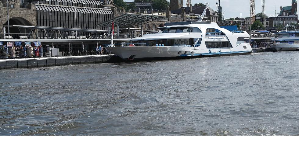 Einstündige Hamburger Hafenrundfahrt mit einem modernen Fahrgastschiff