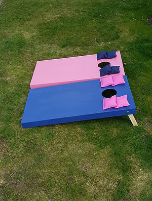 Plain painted cornhole boards and 8 x throwing bags