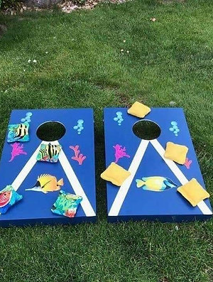 Tropical fish cornhole boards and 8 x throwing bags