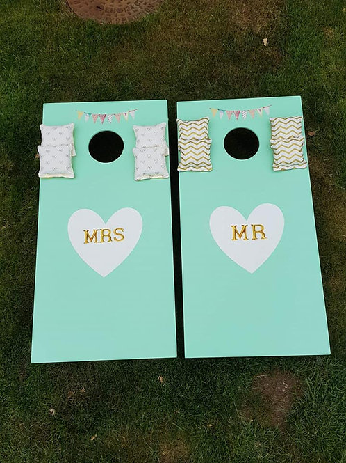 Medium Vintage Mr and Mrs cornhole boards and 8 x throwing bags