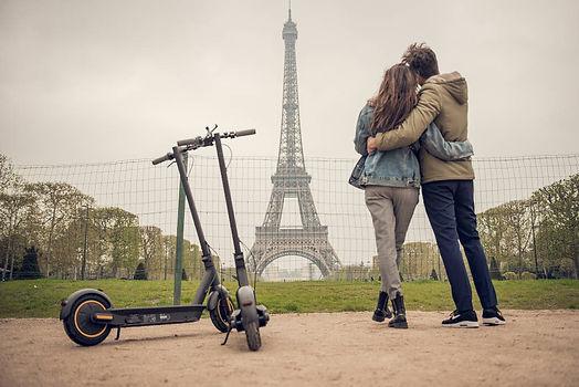G30_Lifestyle_Couple_Paris_3.jpg
