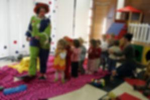 Le rêve de Valentineavec La compagnie Lune à l'autre Spectacle enfant, spectacle de clown Vaucluse spectacle pour entreprises dans la Drome, bouches du rhone, Gard