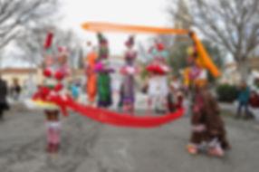 Sweet and Fizzy Cabaret avec La compagnie Lune à l'autre Spectacle échassierstout publicVaucluse spectacle marionnettesdans la Drome, bouches du rhone, Gard