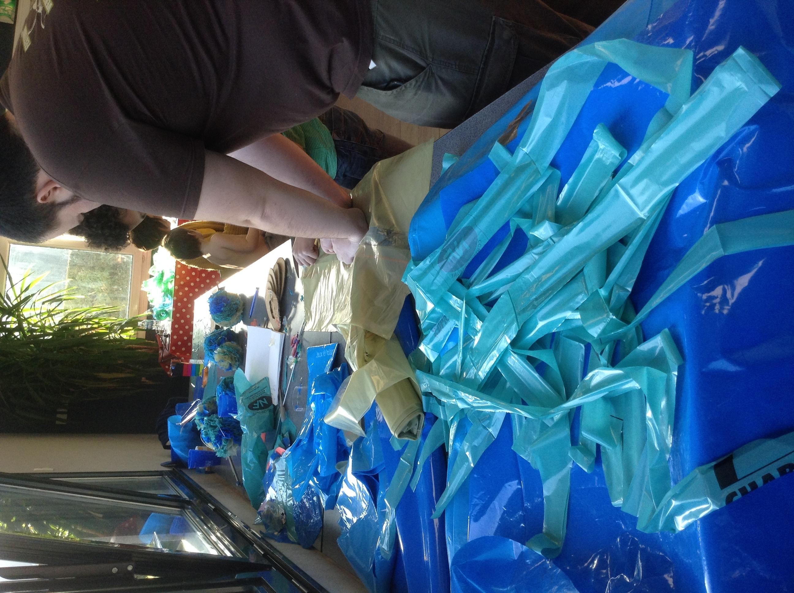 plastiques bleus