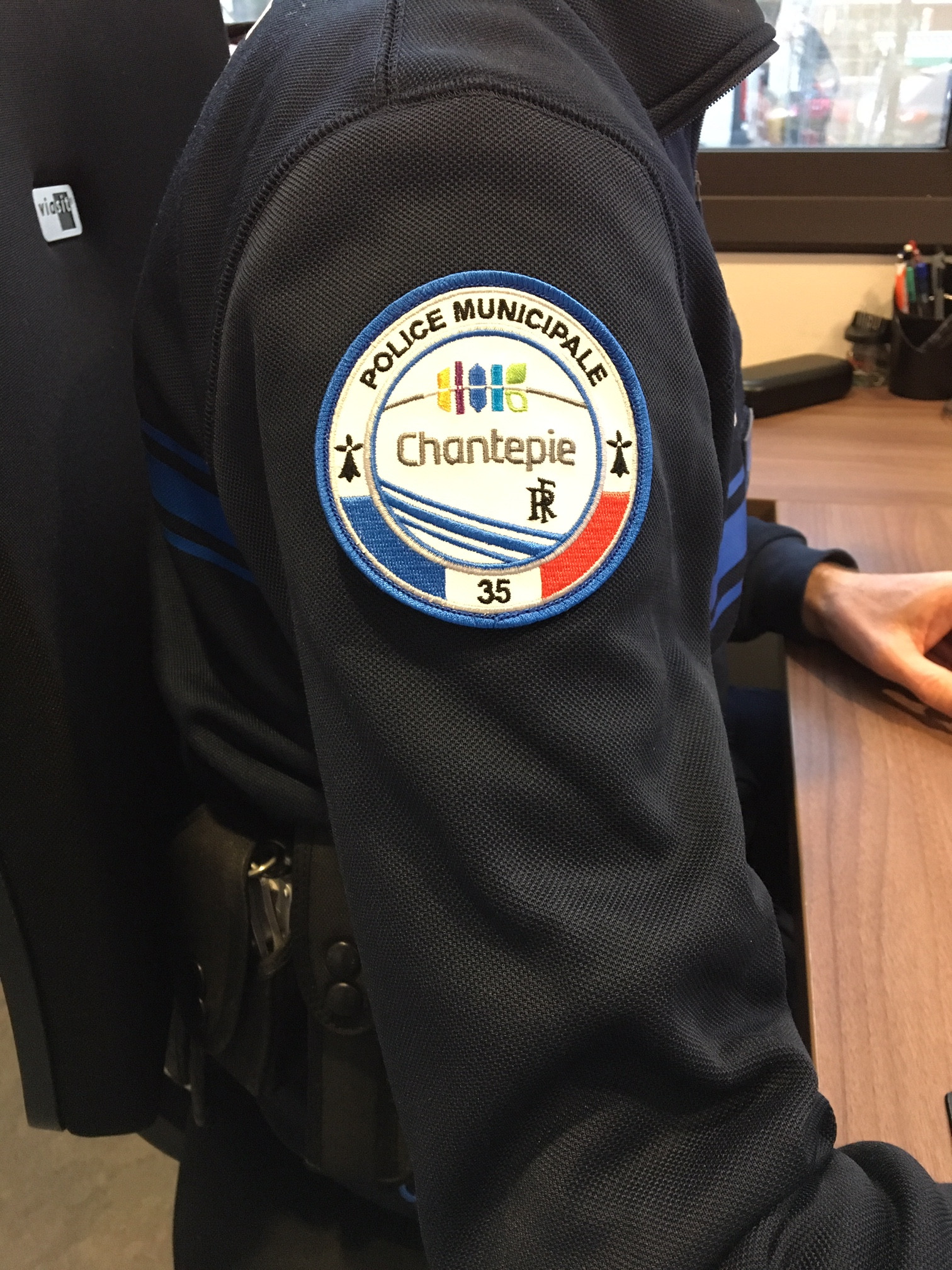 ÉCUSSON POLICE MUNICIPALE ISTRES TÉLÉ-PILOTE