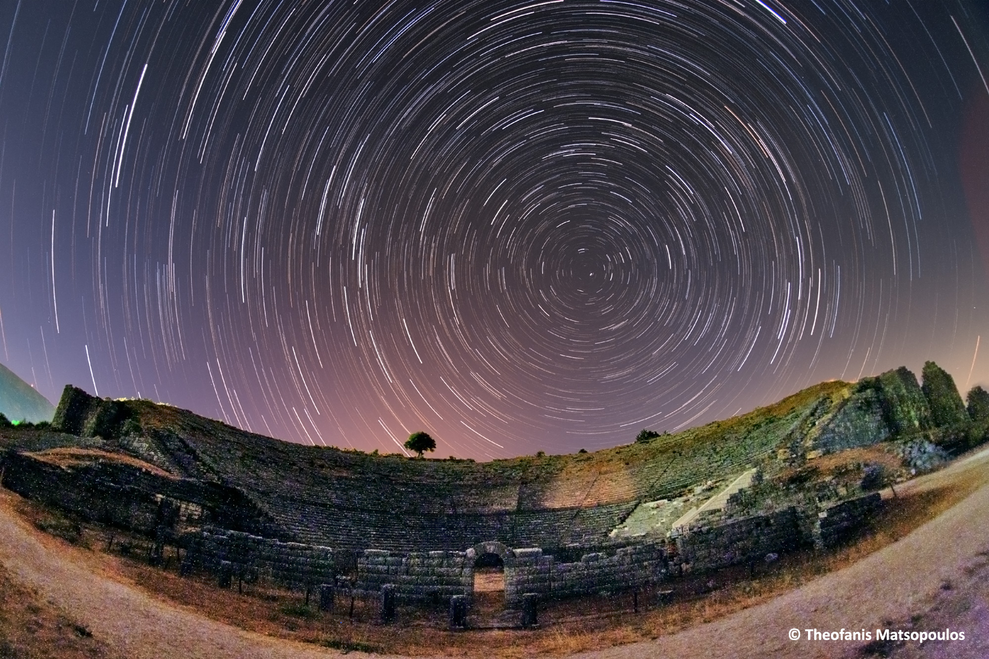 Dodoni-theater-Startrails