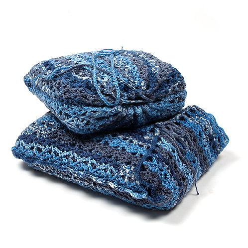 Mini and standard sized Blues travel blankets in matching bags