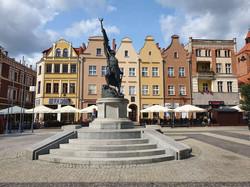 פסל החייל האלמוני בכיכר השוק