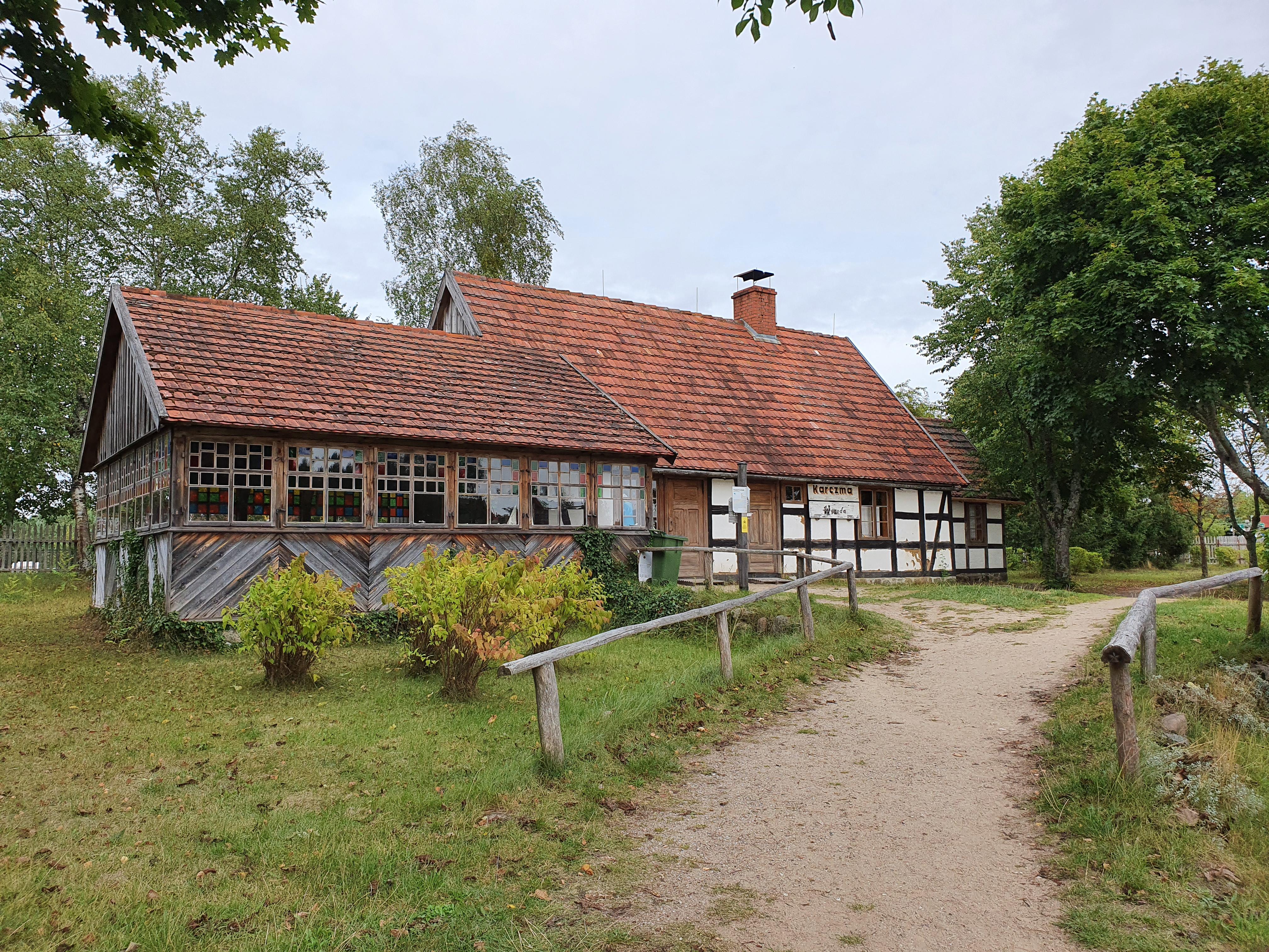 בקתה כפרית המשמשת כמסעדה