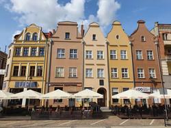 בתים בכיכר השוק