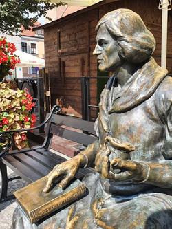 פסל קופרניקוס בכיכר השוק