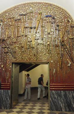 עזרי רפואה שצליינים הותירו במנזר