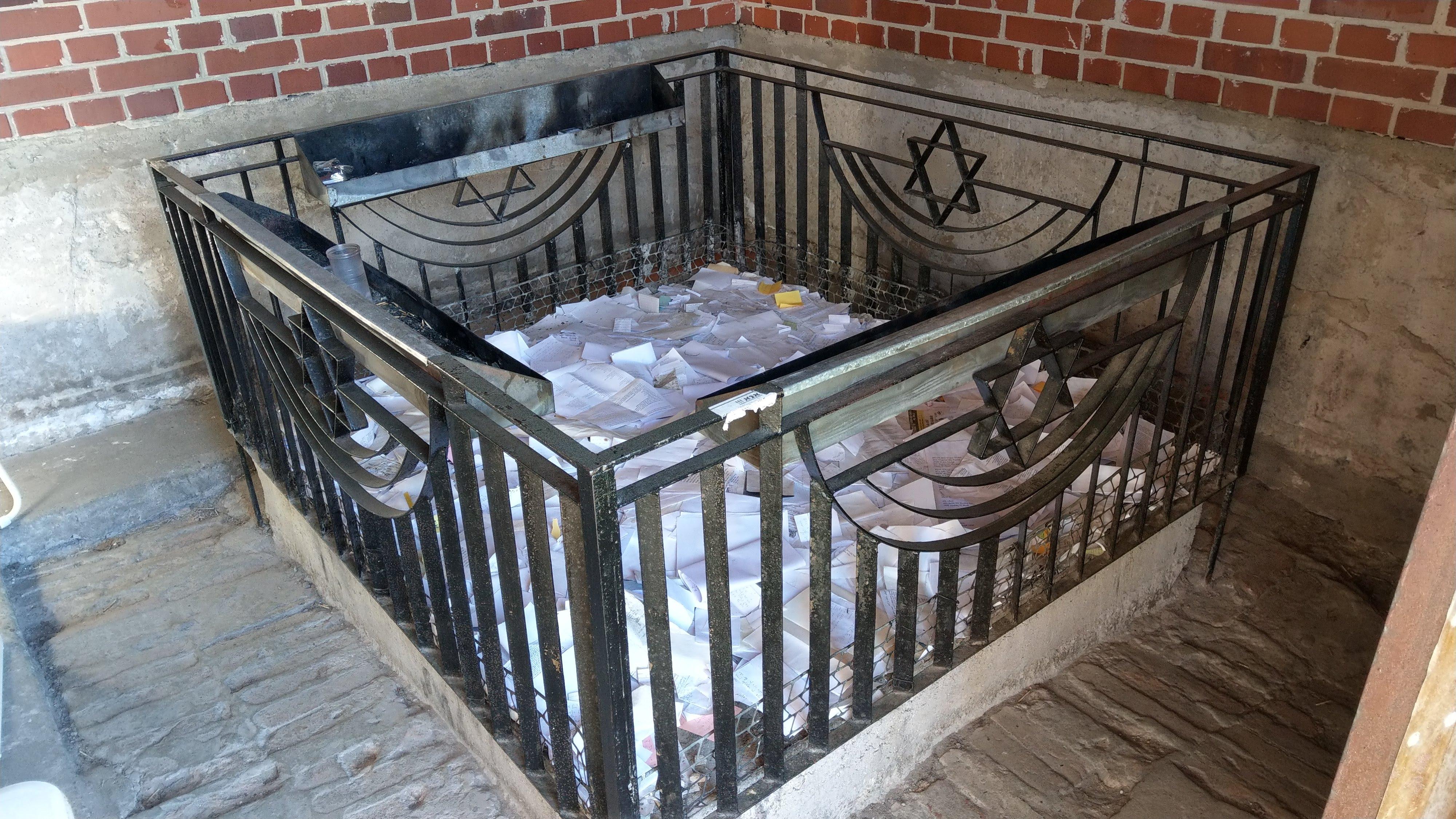 קברו של הרב אלטער, מייסד החסידות