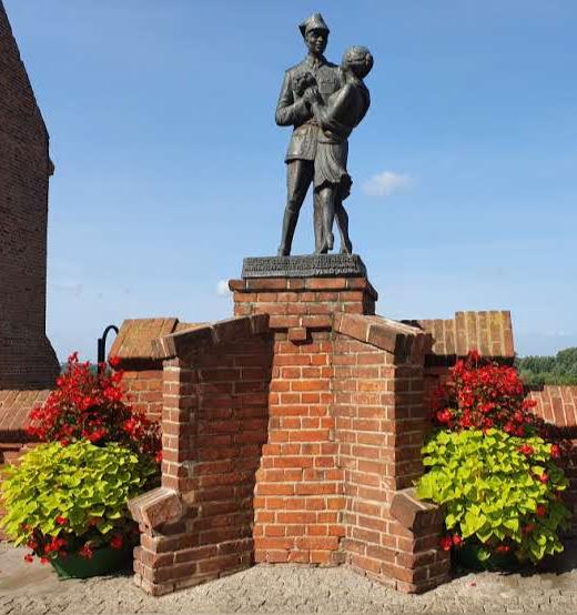 פסל אולן וזוגתו, לזכר בית הספר להכשרת צוערים