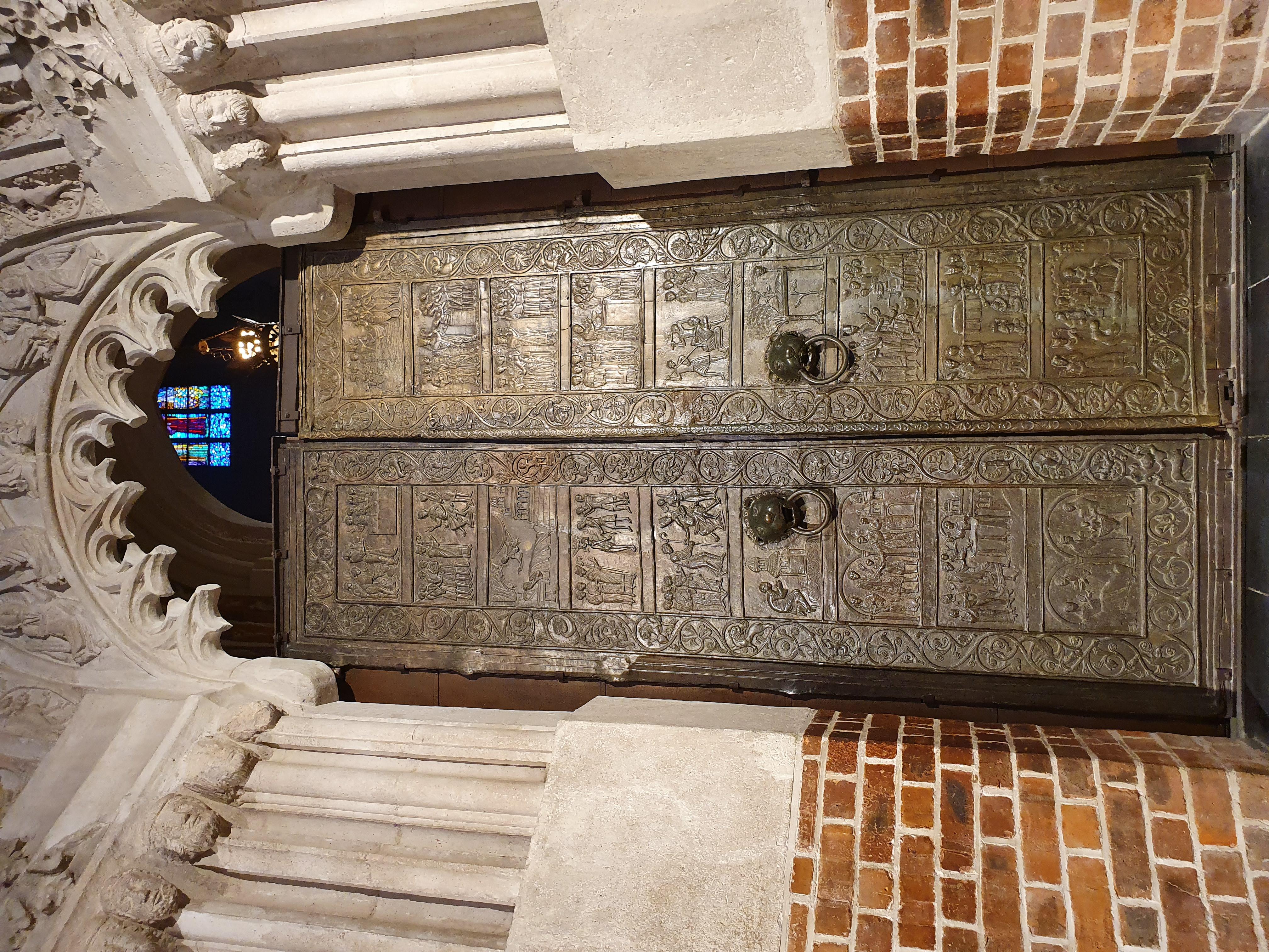 דלתות הכנסייה